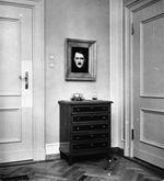 hitlers portrait, eva brauns room, berghof 1938