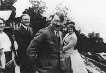 hitler with bird on shoulder, haus wachenfeld