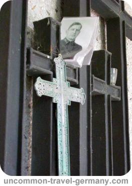 cross, stalag 13 graves