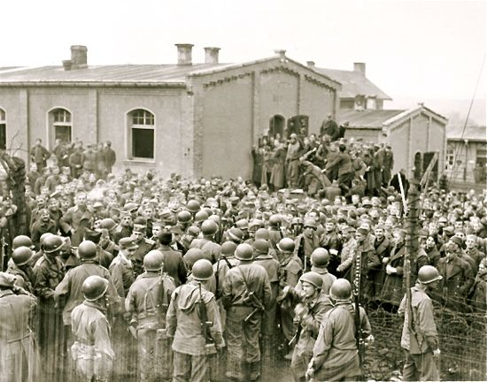 Prisoners at Oflag 13 are freed, US troops arrive, 1945